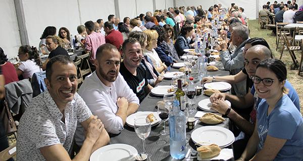 Photo of Máis de 120 persoas asisten á cea do XXX aniversario de Abertal, na Rúa
