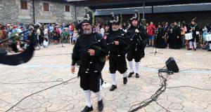 A Banda de Gaitas As Portelas pecha o concerto de música tradicional do XV Festival Folk & Rock, en Lubián (Zamora)
