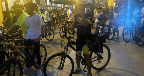 Photo of Ruta nocturna en bicicleta pola Rúa