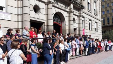 Photo of Concentración contra os tres crimes de Valga na Subdelegación do Goberno en Ourense