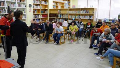 Photo of Maxia e moito humor co ilusionista Pedro Bugarín na Biblioteca do Barco