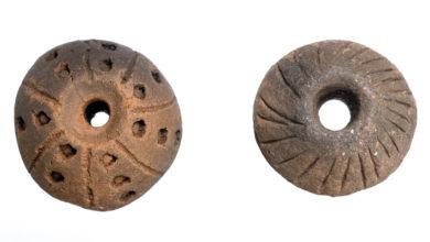 """Photo of Dúas fusaiolas do Castro de San Cibrao de Las, """"Peza do mes"""" do Museo Arqueolóxico de Ourense"""