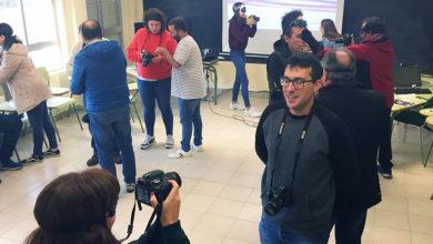 """Photo of Unha vintena de alumnos asisten na Aula da Uned da Rúa ao obradoiro """"Sen medo á camara"""""""