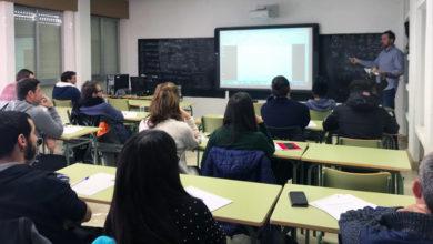 Photo of 25 alumnos asisten ao curso sobre Técnicas de Cultivo en Viticultura e Plantación de Viñedo, na Aula Uned da Rúa
