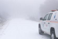 Photo of Condicións difíciles de circulación pola neve na OU-0704 e na OU-0703 no acceso a Cabeza de Manzaneda