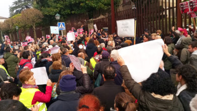Photo of Mobilización ante o Parlamento galego polo peche do paritorio de Verín