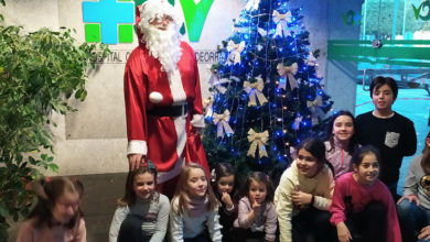 Photo of Papá Noel entrega os premios do XXI Concurso de Postais de Nadal do Hospital Comarcal Valdeorras