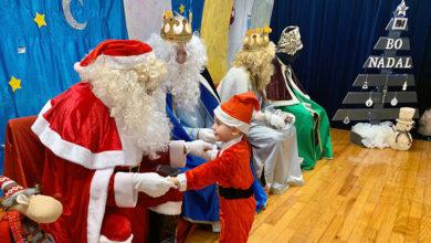 Photo of Papá Noel e o Reis Magos visitan o CEIP Ramón Otero Pedrayo de Viloira
