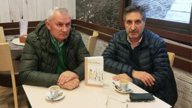 """Photo of Delfín Caseiro e Antón Jardón presentan o seu libro """"A luz da chuvia"""" no Barco"""