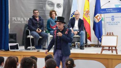 """Photo of Magín Blanco pon música ao acto de entrega do XVI Premio """"Pura e Dora Vázquez"""" de narración e ilustración"""
