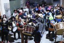Photo of Polas adegas de Sobrado (Trives) tocando o folión