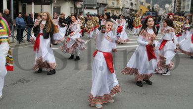 Photo of 14 comparsas e 1 folión enchen de cor e fantasía o desfile de Entroido na Rúa