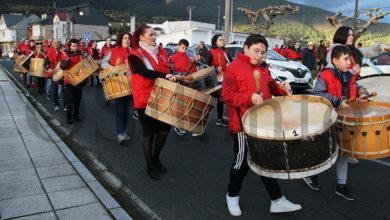 Photo of Petín abre o Entroido cun desfile de folións polas rúas da vila