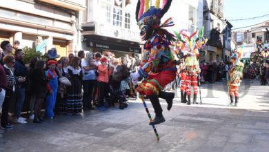 Photo of Boteiros, fulións e carrozas toman Viana do Bolo nun multitudinario Domingo Gordo