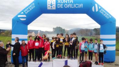 Photo of Prata no galego de cross para o equipo masculino alevín do Adas do Barco, cun atleta trivés