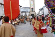 Photo of Trives latexa cos toques, danzas e máscaras de ata trece folións