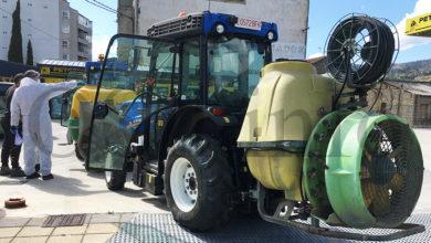 Photo of Viticultores e agricultores da Rúa colaboran cos seus tractores na desinfección neste municipio valdeorrés