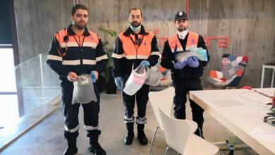 """Photo of Protección Civil de Ourense entrega os primeiros equipos de protección elaborados por colaboradores de """"La Molinera"""""""