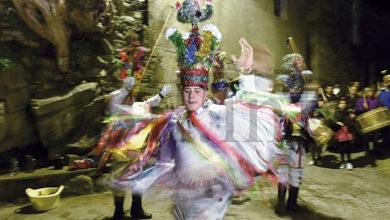 Photo of Mormentelos e Castiñeira (Vilariño de Conso), cun antiguo ritual de visitas no Entroido
