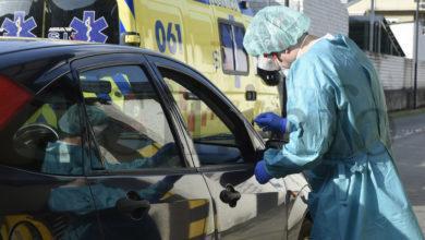 Photo of Comezan a facerse os test COVID-19 dende o coche no Hospital de Valdeorras