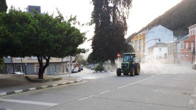 Photo of O Concello de Quiroga desinfecta as rúas cun tractor pulverizador industrial