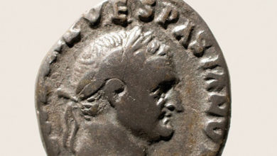 """Photo of Un denario de Vespasiano do campamento militar de Aquae Querquennae, """"Peza de Marzo"""" do Museo Arqueolóxico de Ourense"""