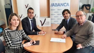 Photo of A Ruta do Viño de Valdeorras asina un convenio con Abanca