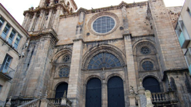 Porta principal da Catedral de Ourense.