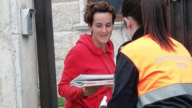 Photo of Protección Civil de Petín entrega libros e traballos escolares aos nenos do concello
