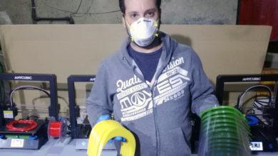 """Photo of Pantallas e """"salva orellas"""" elaboradas con impresoras 3D en Valdeorras, para protexerse fronte ao coronavirus"""