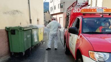 Photo of A Agrupación de Voluntarios de Protección Civil de Petín continúa coas desinfeccións de contedores