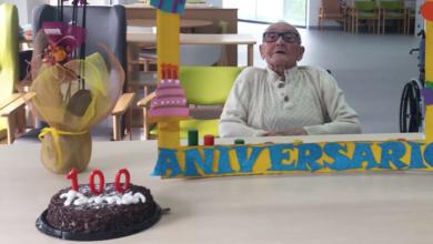Photo of Tomás Macía, usuario da residencia de Manzaneda, celebra o seu centenario