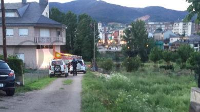 Photo of Pequeno incendio nunha zona de maleza en Viloira (O Barco), preto do río