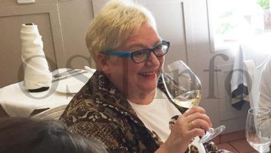 """Photo of Cata """"moi riquiña"""" con viños de Valdeorras da man da sumiller Mercedes González o 22 de maio"""