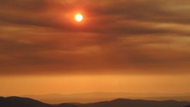 Photo of O fume do incendio de Cualedro chega a Valdeorras