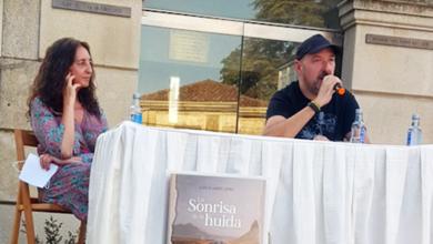 Photo of Juan Álvarez presenta a súa primeira novela na Praza do Reloxo de Trives
