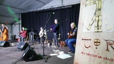 Photo of A música de Tor, acompañada polo banjo do barquense Ángel Ruiz, no Barco