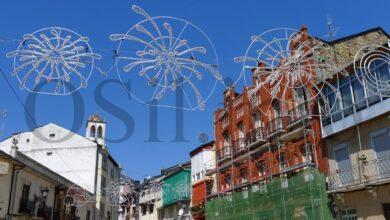 Photo of Comezan a colocarse as luces dunhas inéditas festas do Cristo no Barco