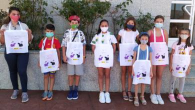 Photo of Bolsas con mensaxe no taller infantil de pintura mural pola igualdade de Rubiá