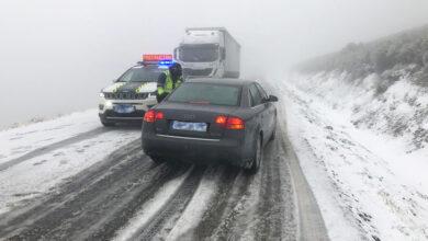 Photo of A neve complicaba a circulación na OU-122 en Fonte da Cova