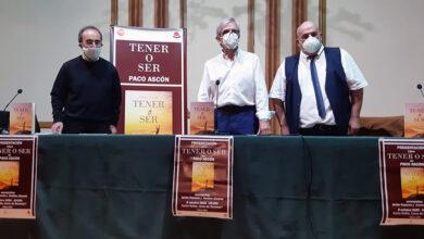 """Photo of Paco Ascón presenta en Ourense o seu libro """"Tener o ser"""""""