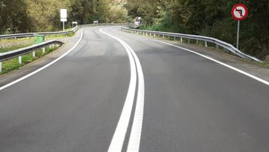 Photo of Repintado da dobre liña continua na N-120 entre a cidade de Ourense e Os Peares