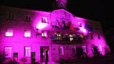 Photo of A Casa do Concello de Trives ilumínase de violeta para conmemorar o 25N