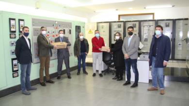 Photo of O IES Carlos Casares de Viana e o CEIP Bibei reciben 4 equipos informáticos de mans da Xunta e de Endesa