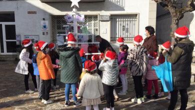 Photo of O CEIP de Manzaneda celebra o Nadal cunha árbore de postais e agasallos para os maiores da residencia