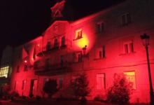 Photo of O Concello de Trives tínguese de vermello no Día Mundial contra a Sida