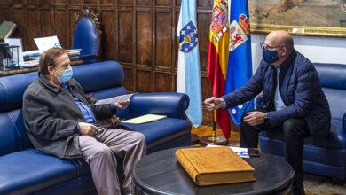 Photo of O profesor ourensán José Paz donará á Deputación sete bibliotecas temáticas