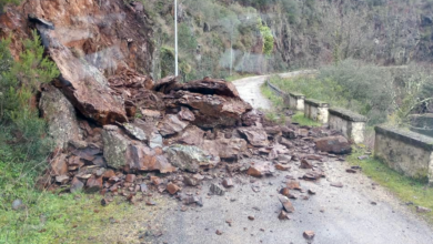 Photo of Un desprendemento corta a estrada no tramo Casares-Pontenovo (Trives)
