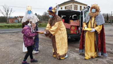 Photo of Os Reis Magos visitan as parroquias de Sober e reparten agasallos